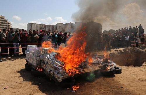 آتش زدن داروهای قاچاق در غزه