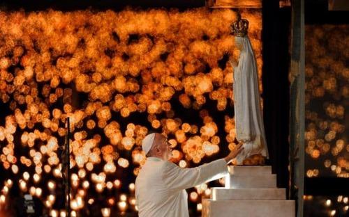 پاپ فرانسیس در معبد فاطیما در پرتغال