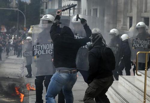 تظاهرات و اعتصاب عمومی علیه سیاست های ریاضت اقتصادی دولت در شهر آتن یونان