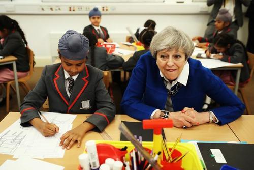 بازدید نخست وزیر بریتانیا از مدرسه ای هندی در بیرمنگام