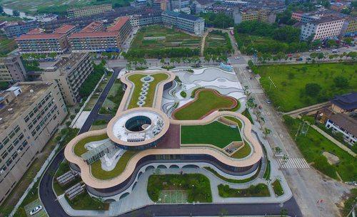 یک کارخانه بزرگ تولید غذا برای حیوانات خانگی در شهر وِنژو چین