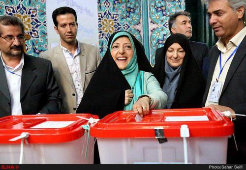 10:26- معصومه ابتکار رای خود را به صندوق انداخت
