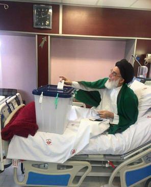 آیتالله هاشمی شاهرودی در بیمارستان رای خود را به صندوق انداخت.
