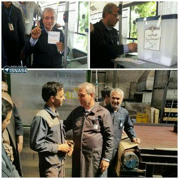 علی ربیعی وزیر کار، که در کارخانه شیشه مینا حضور یافته بود، به حسن فریدون روحانی رای داد.
