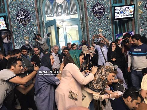 قطار رای دهندگان در حسینیه ارشاد تهران