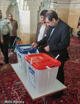 محسن رضایی رای خود را به صندوق انداخت