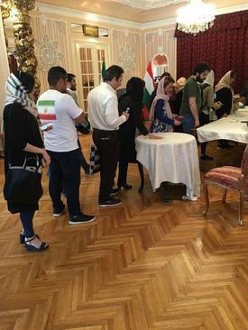 صف رای در سفارت ایران در مجارستان - پوداپست