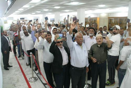 صف رای دهندگان در سفارت ایران در کویت