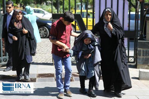 حضور پیرزن ۱۰۴ ساله در یکی از شعب رای گیری شهر همدان