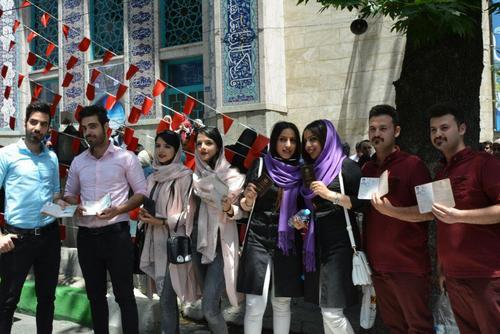 دوقلوها در صف رای حسینیه ارشاد تهران/عصرایران