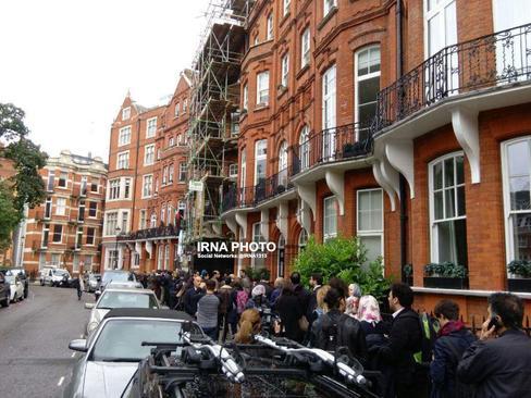 صف طولانی رای دهندگان ایرانی در مقابل شعبه اخذ رای کنسولگری ایران در لندن