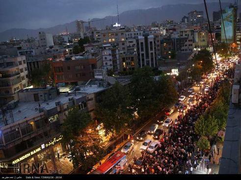 جشن پیروزی انتخابات در خیابان ولیعصر تهران