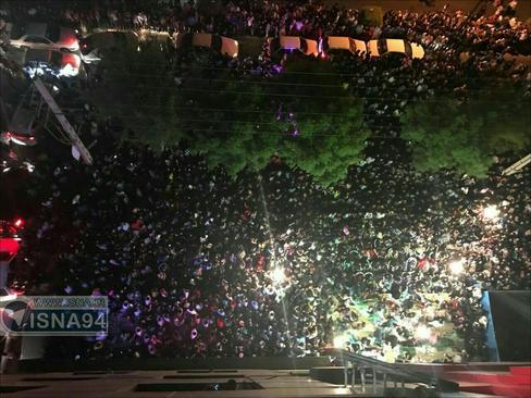جشن مردمی مقابل ستاد حسن روحانی در بندرعباس
