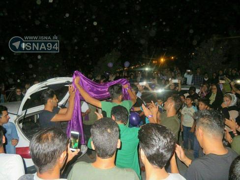 هم اکنون شادی هواداران روحانی در جیرفت