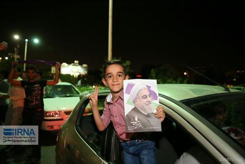 جشن مردمی پیروزی در انتخابات در خیابان های شیراز