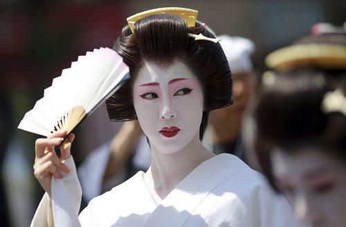 جشنواره سالانه سانجا در معبدی در توکیو