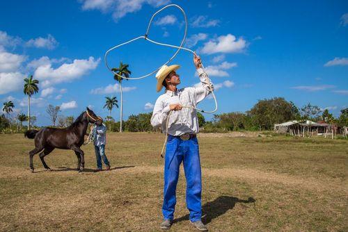 اجرای برنامه در یک پارک توریستی در شهر هاوانا کوبا