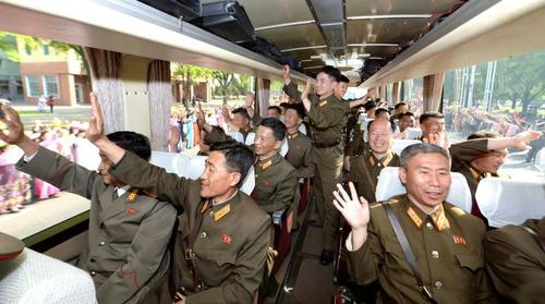 استقبال از تیم سازنده یک موشک جدید بالستیک دوربرد در پایتخت کره شمالی