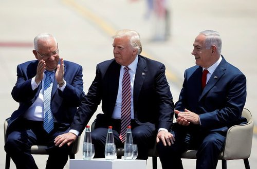 ترامپ در میان رئیس جمهور و نخست وزیر اسرائیل