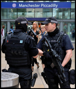 تشدید تدابیر امنیتی در انگلیس پس از حمله تروریستی دوشنبه شب به منچستر – لندن