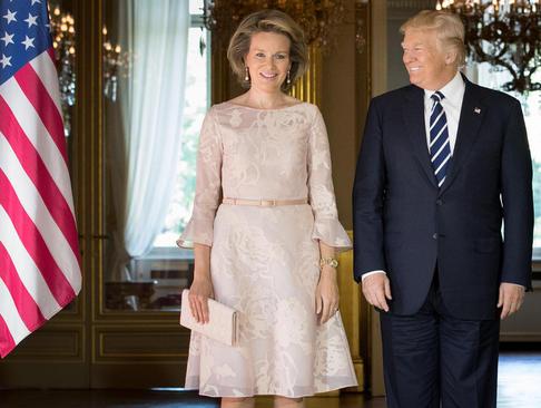 دونالد ترامپ در کنار ملکه