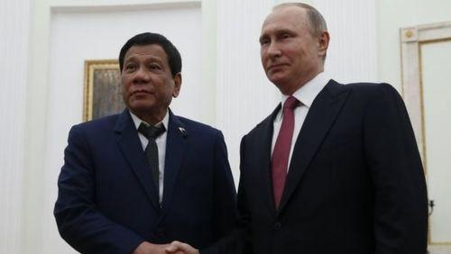 رودریگو دوترته رئیس جمهور فیلیپین در دیدار با ولادیمر پوتین رئیس جمهور روسیه