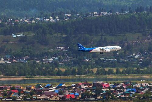 پرواز آزمایشی موفق یک فروند هواپیمای مسافربری جدید ساخت روسیه