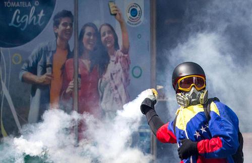ادامه تظاهرات ضد دولتی در شهر کاراکاس ونزوئلا
