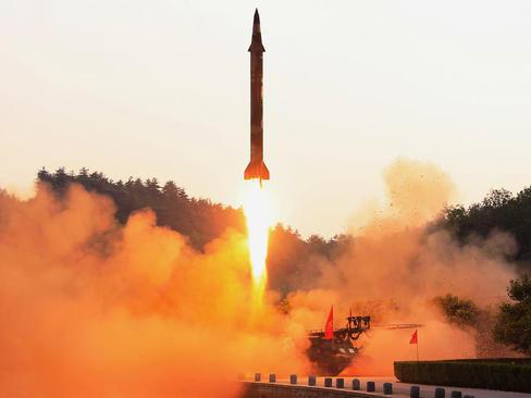 عکس خبرگزاری رسمی کره شمالی از پرتاب آزمایشی اخیر موشک بالستیک هدایت شونده این کشور