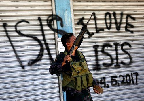 ادامه نبرد بین نیروهای ارتش فیلیپین با شبه نظامیان وابسته به داعش در شهر ماراوی در جنوب فیلیپین