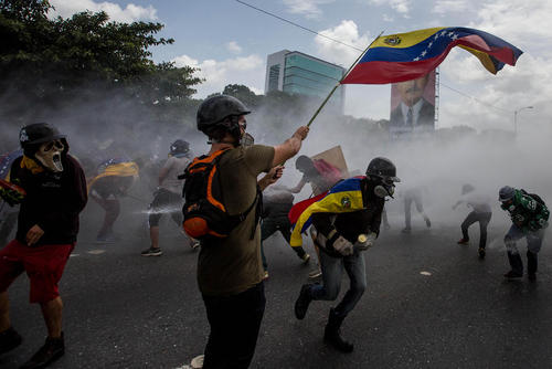 ادامه اعتراضات و تظاهرات ضد دولتی در شهر کاراکاس ونزوئلا