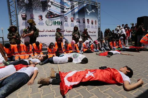 مراسم گرامی داشت یاد قربانیان کشتی امدادی ماوی مرمره در سواحل غزه در هفتمین سالگرد حمله کماندوهای اسراییلی به این کشتی – باریکه غزه