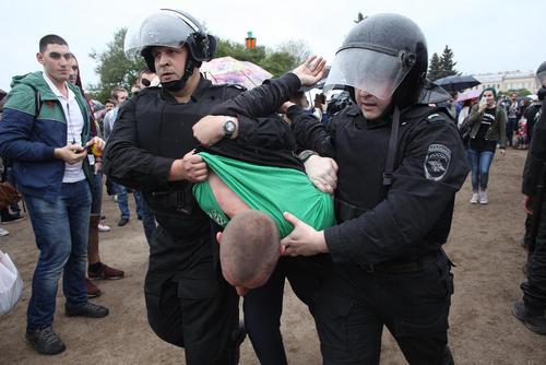 دستگیری 500 نفر از جمع 10 هزار تظاهرات کننده ضد فساد و ضد پوتین در روسیه – سنت پترز بورگ