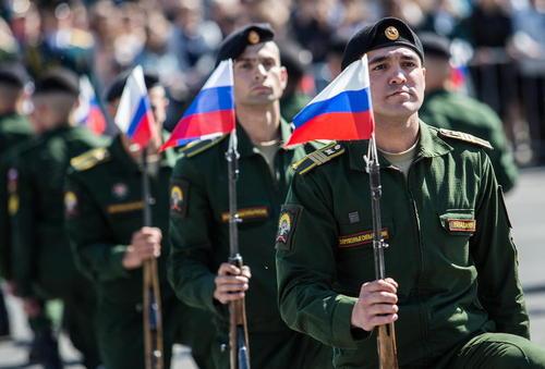 رژه روز ملی روسیه در شهر اومسک