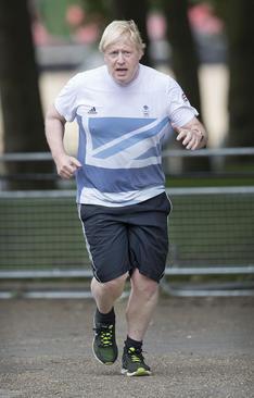 دو صبحگاهی بوریس جانسون وزیر امور خارجه بریتانیا در وست مینستر لندن