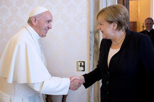 دیدار صدر اعظم آلمان با پاپ فرانسیس در واتیکان