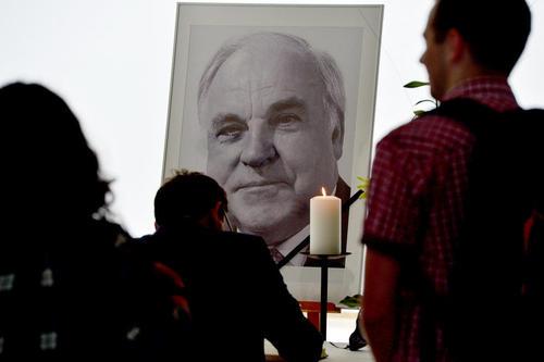 امضای دفتر یادبود به مناسبت درگذشت