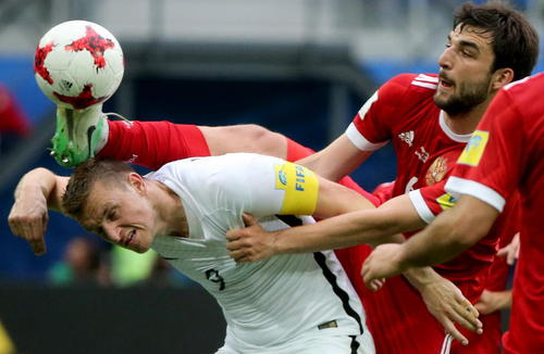 بازی دو تیم ملی فوتبال روسیه و نیوزیلند در چارچوب گروه A  در مسابقات جام کنفدراسیون ها در استادیوم آرنا در شهر سنت پترز بورگ روسیه