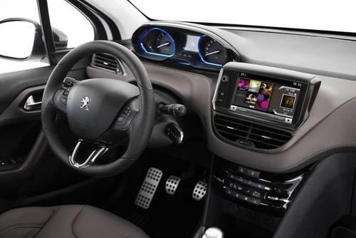 نمای داخلی خودرو