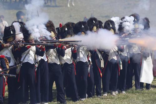 نیروهای بلژیکی در حال بازسازی نبرد تاریخی