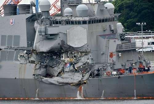 تصویری از بخش حادثه دیده ناو جنگی فیتزجرالد آمریکا در تصادف با یک کشتی باربری ژاپنی در سواحل ژاپن. در این تصادف 7 ملوان نیروی دریایی آمریکا کشته شدند
