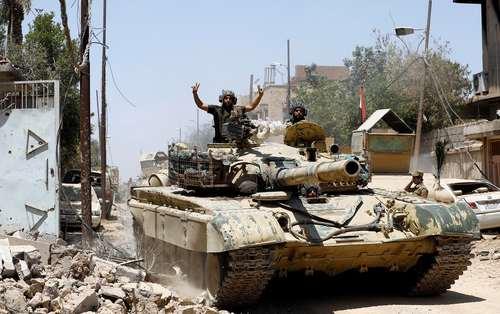 پیشروی تانک های ارتش عراق در خیابان های مناطق و محلات غرب شهر موصل