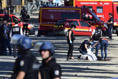 جسد تروریستی که دیروز قصد داشت در نزدیکی کاخ الیزه پاریس اقدام به انجام حمله تروریستی کند
