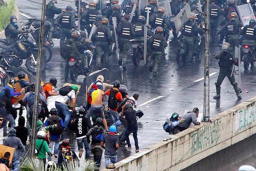ادامه تظاهرات مخالفان حکومت ونزوئلا در شهر کاراکاس