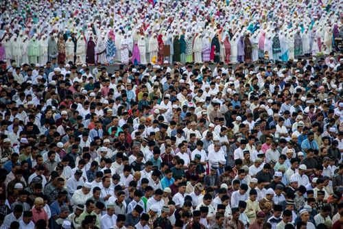 نماز عید فطر در سورابایا اندونزی