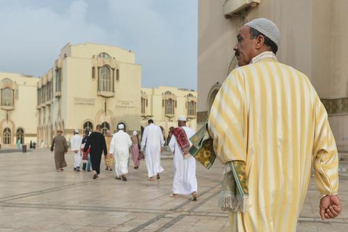 مسلمانان مراکشی در حال عزیمت به مسجد جامع