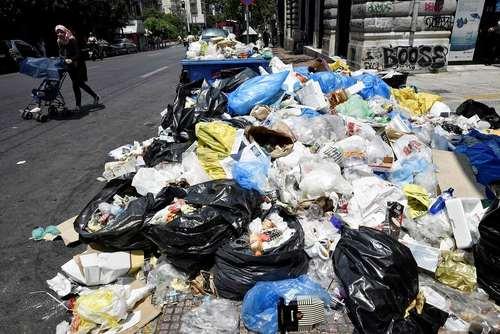 انباشته شدن زباله های شهری آتن در پی اعتصاب سراسری کارکنان شهرداری
