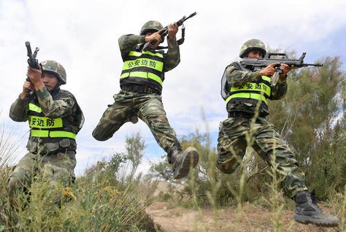 رزمایش ضد تروریستی مشترک بین واحدهایی از ارتش چین و قرقیزستان – چین