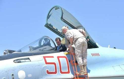 بازدید بشار اسد از پایگاه هوایی حمیمیم روسیه در سوریه