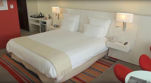 اتاق هتل پذیرایی از مهمانان عروسی مسی